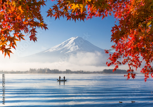 Foto Spatwand Japan Mt. Fuji and Kawaguchiko lake with morning fog in autumn