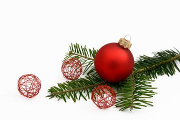 Weihnachtkugeln auf Tanne