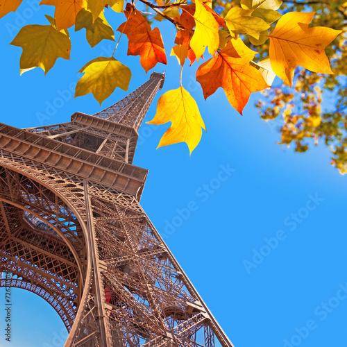 Leinwanddruck Bild The Eiffel tower, yellow autumn leaves, Paris, France