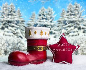 Weihnachtsstiefel im Winterwald