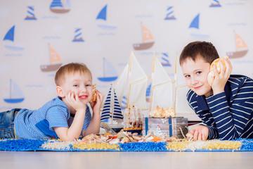 kids play boat