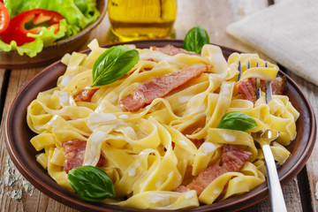 pasta carbonara with bacon and sauce