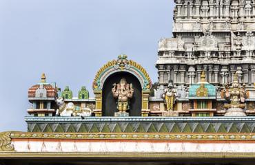 Ganesha Statue on glorious covered walkway to Thiruvannamalai te