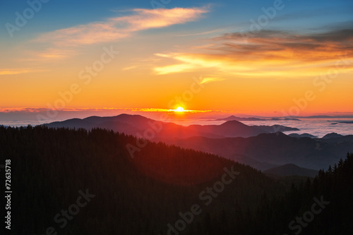 canvas print picture Beautiful autumn landscape in the mountains. Sunrise shot
