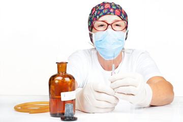 preparazione siringa iniezione disinfezione