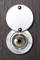 Peephole with eye