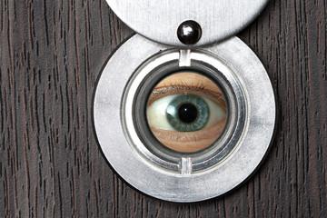 Peephole with eye horizontally