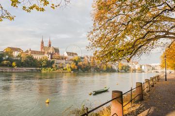 Basel, historische Altstadt, Rhein, Ufer, Herbst, Schweiz