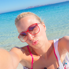 Summer kiss selfie.