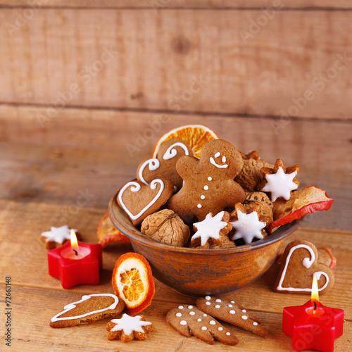canvas print picture Lebkuchen, Nüsse, Zimtsterne zu Weihnachten