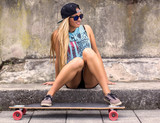 Fototapety Skateboarder girl