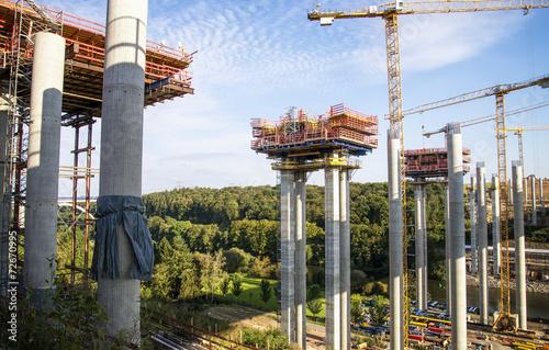Autobahnbrücke im Bau