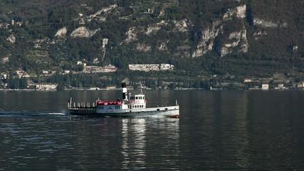vaporetto sul lago di Como