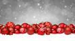 Rote Weihnachtskugeln im Schnee / Weihnachten