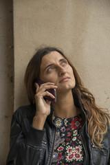 parlare al telefono
