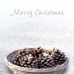 merry christmas tannenzapfen im schnee