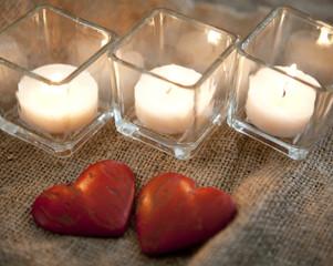 bougies et coeurs de saint Valentin