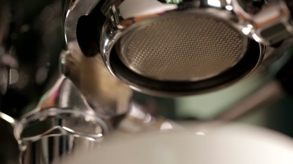 coffee extraction with bottomless portafilter, professional espr