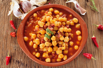 potaje de garbanzos con jamon, spanish chickpeas stew with ham