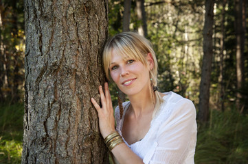 Environmental Portrait of a woman hugging a tree in a forest