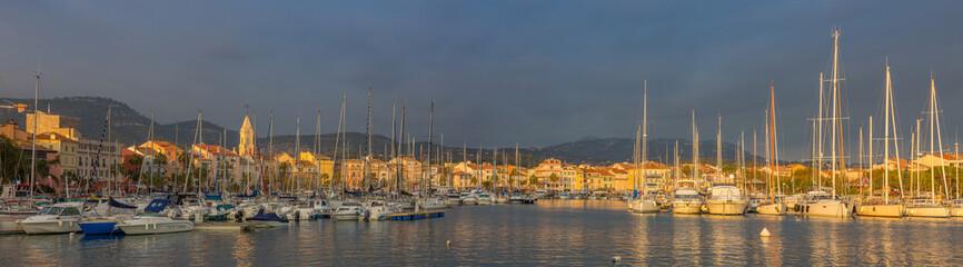 Port de Sanary sur mer au soleil couchant