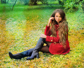Woman with long hair rest in autumn park.