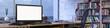 Panorama vom Büro mit leerem Monitor