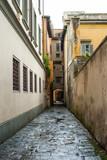 Fototapety Vicolo vuoto libero, palazzi centro storico, strada