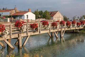 Pont de bois à Noirmoutier, Vendée, France