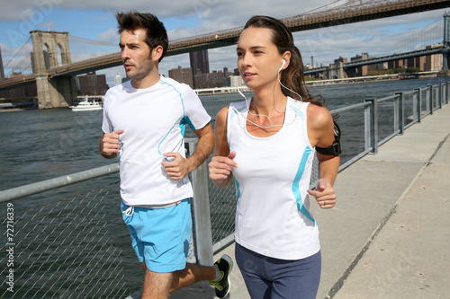 canvas print picture Couple of joggers running on Brooklyn Heights Promenade