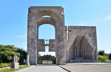 Вход в храмовый комплекс Эчмиадзина, Армения, Вагаршапат