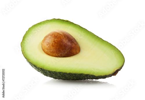 Halbe Avocado isoliert mit Beschneidungspfad