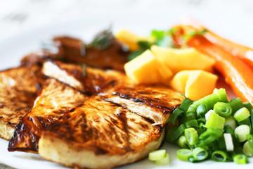 Vegan - Sellerieschnitzel mit Quitte, Möhren und Seitan