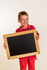 Schulkind mit Schultafel