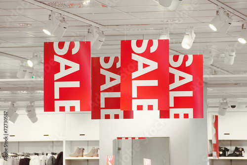 Sale signs in a clothing store - 72730587
