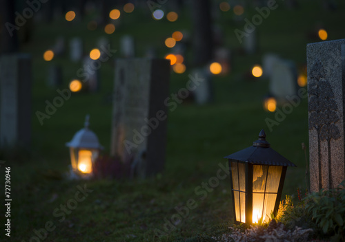 lantern on grave - 72730946