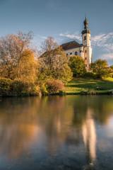 Herbstliche Kirche