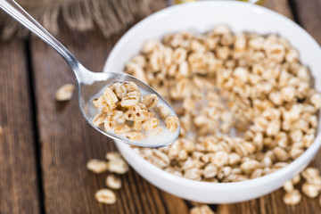 Portion of puffed wheat