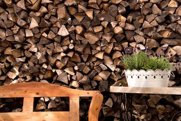 Holzbank & Brennholz