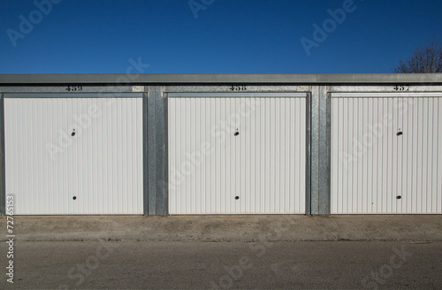 Leinwanddruck Bild Garage e depositi