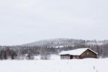 Hütte im finnischen Wald, Kittiläntie, Finnland, Skandinavien