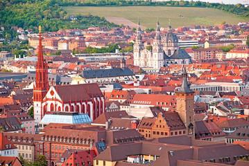 Häusermeer in der Innenstadt von Würzburg in Franken