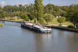 Péniche sur le canal à Charmes, Vosges, France