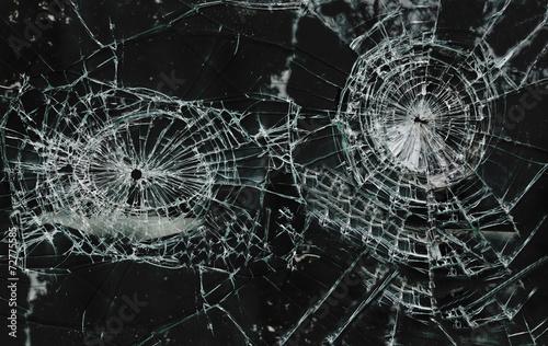 Shattered glass - 72775585