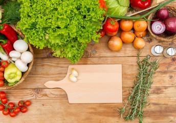 Cutting board with garlic