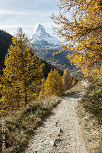 canvas print picture Wanderweg oberhalb von Zermatt, mit Matterhorn