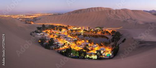 Foto op Canvas Zandwoestijn Atacama Desert, Oasis of Huacachina, Peru
