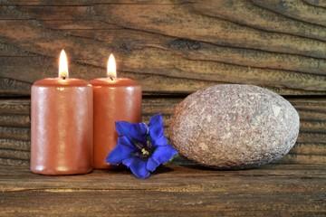 Enzian und Kerzen