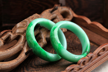 Chinese jade bracelet features