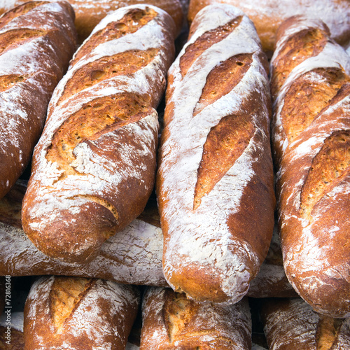 Aluminium Brood French breads in a bakery market